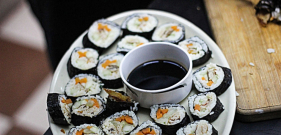 omelette sushi with sesame seeds